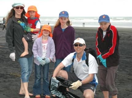 beach-clean-2012-family-def.jpg